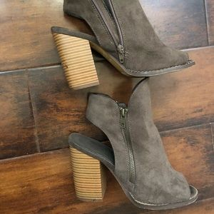 Chunky heels shoes